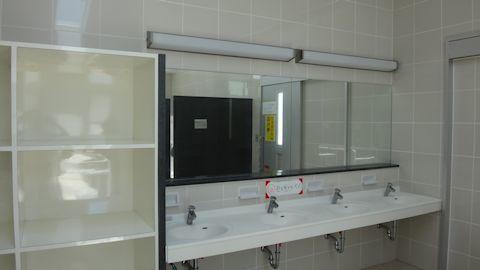 崎本部緑地のシャワー施設2.jpg